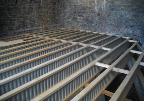 Solives Nailweb en appui sur des poutres porteuses Nailweb